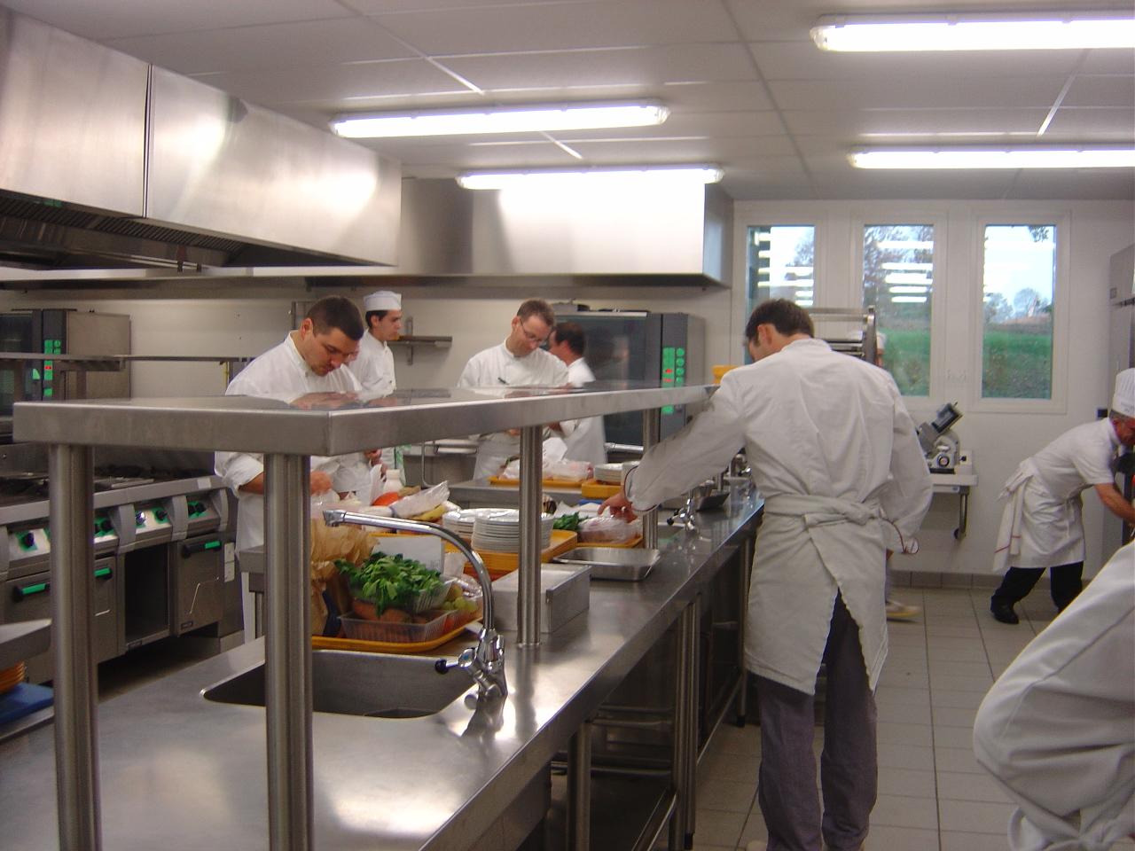 Ibb il fait bio dans mon assiette mode d emploi ibb for Offre d emploi cuisine collective